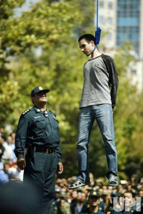 Iran Public-Execution-in-Iran_3_2