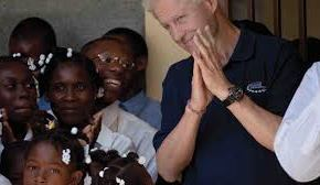 """""""What the Clintons have done in Haiti is unbelievable""""… it pays to be """"friends of Bill"""" 