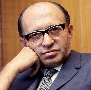 """I am not a Jew with trembling knees"" Menachem Begin's reply to Joe Biden's threats in US Senate (1982)"