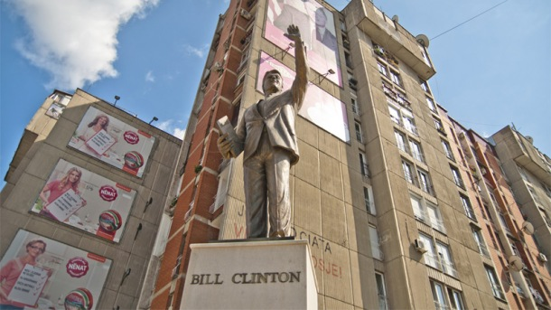 bill clinton monument kosovo pristina-clinton