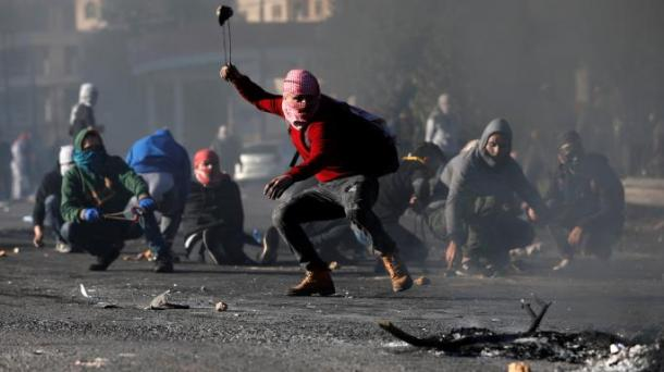 Arab riots with rocks