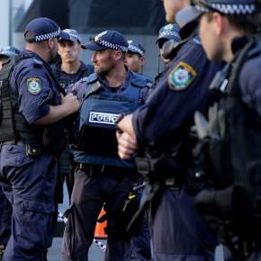 **AUSTRALIAN NIGHTMARE** Sydney Police FORCE FATHER from HOME for COVID INTERNMENT –VIDEO